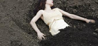 Sognare una donna morta: Numeri al lotto, interpretazione e significato