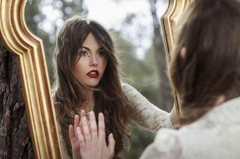 Sognare uno specchio